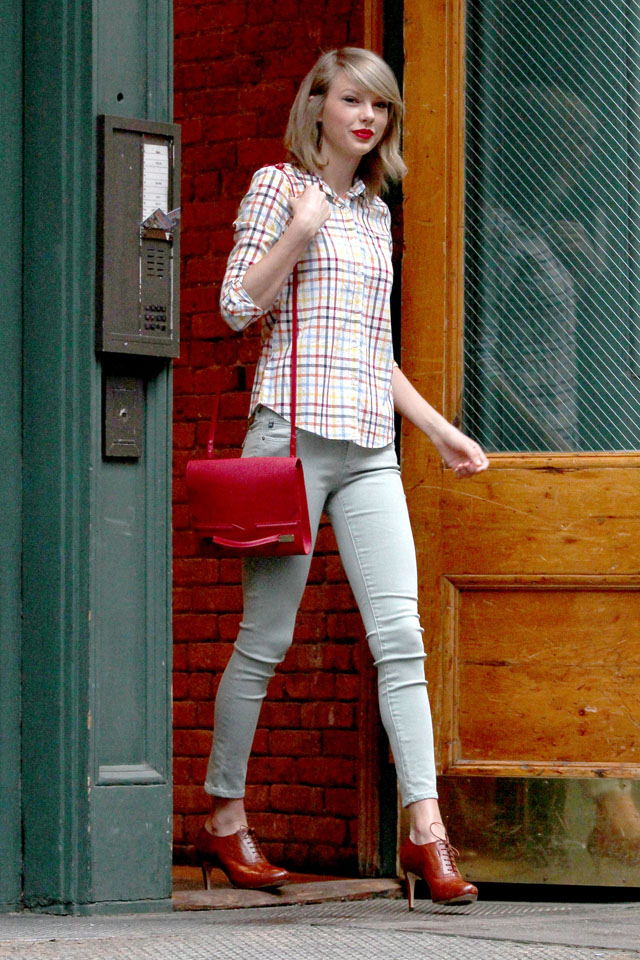 UK CLIENTS MUST CREDIT: AKM-GSI ONLY<BR/> Taylor Swift steps out this afternoon wearing a plaid top with skinny jeans, brown oxford boots, a red bag and matching red lipstick for her day out in the Big Apple. Over the weekend Taylor surprised a fan of hers by showing up to her bridal shower in Ohio, to which the bride-to-be, Gena Gabrielle tweeted,