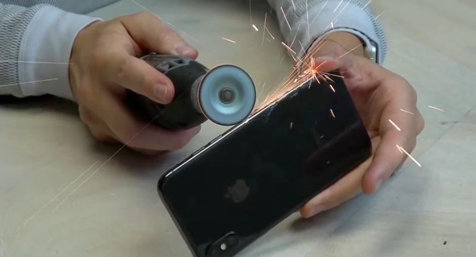 iPhone X Teardown mit Dremel und Messer