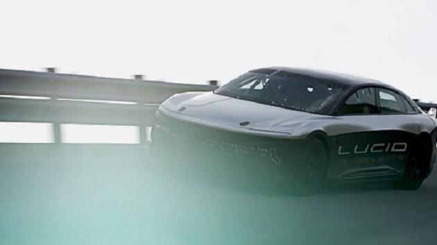【ビデオ】ルーシッド・モーターズが発売を予定する電気自動車のプロトタイプが、高速実験場で378km/hという速度を記録!