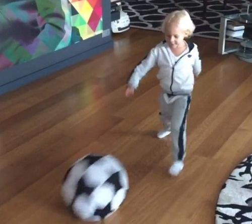 ネイマールの息子もサッカーの天才?シュートやヘッドを決めて上手すぎると話題