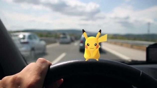 米国道路交通安全局、大ヒット中のスマートフォン用ゲーム「ポケモンGO」を使って不注意運転を警告