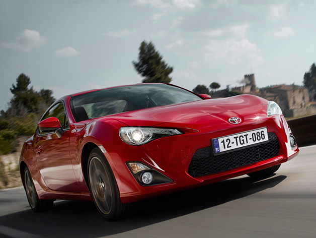 2015 Toyota GT86, front three-quarter view