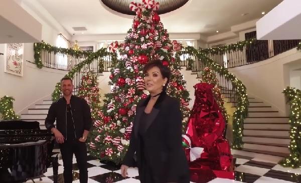 豪華すぎる! キム・カーダシアンの母親、クリス・ジェンナー家のクリスマスデコレーション【動画】