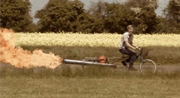 殺人的な加速!ジェットエンジンアシスト自転車が開発されたぞ!