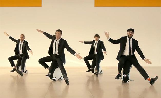 【ビデオ】なぜかPerfumeも登場! ホンダ「UNI-CUB β」が活躍する話題のミュージックビデオ