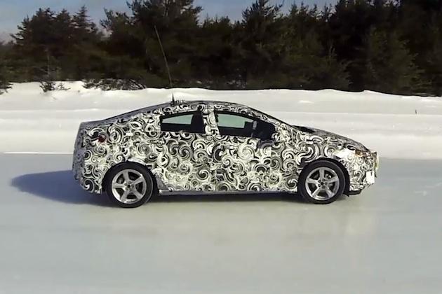 【ビデオ】北米国際自動車ショーで登場予定の新型シボレー「ボルト」が氷上を走る!