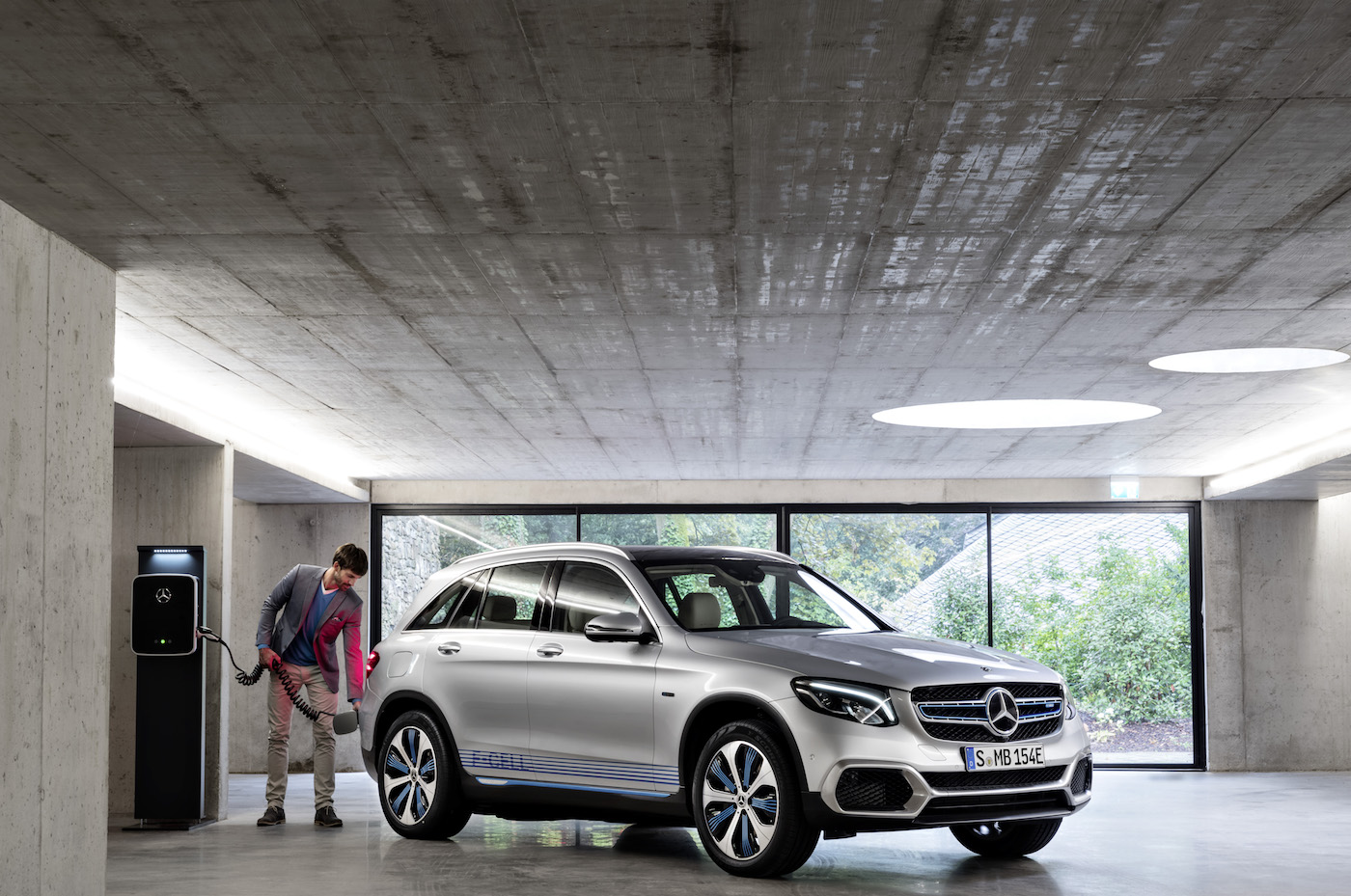 photo image Mercedes-Benz aims to take hydrogen fuel-cells mainstream