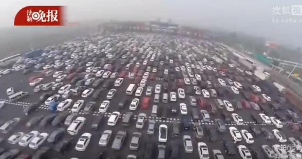 一度はまったら抜け出せない?中国の渋滞が ヒドすぎる【動画】