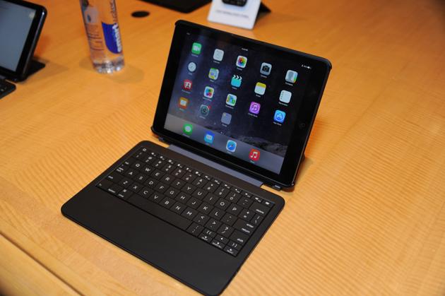 Dear BlackBerry, Ryan Seacrest isn't done with the QWERTY keyboard