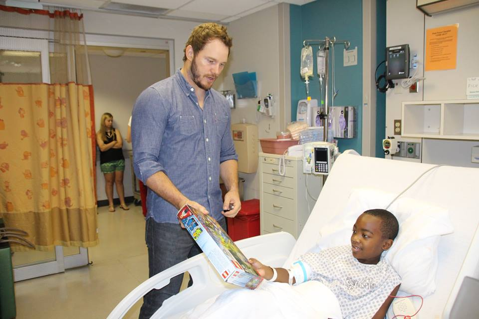 Chris Pratt visits Children's Hospital