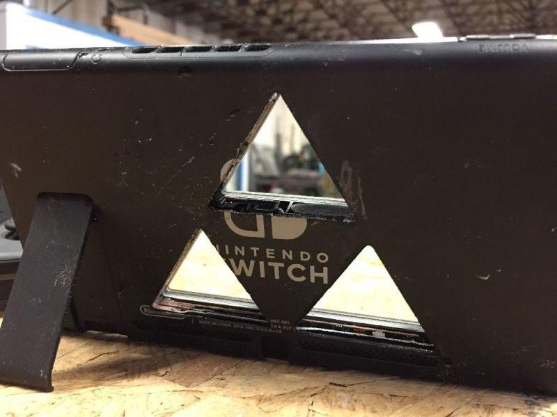 Así queda una Nintendo Switch tras ser maltratada con un chorro de agua a alta presión