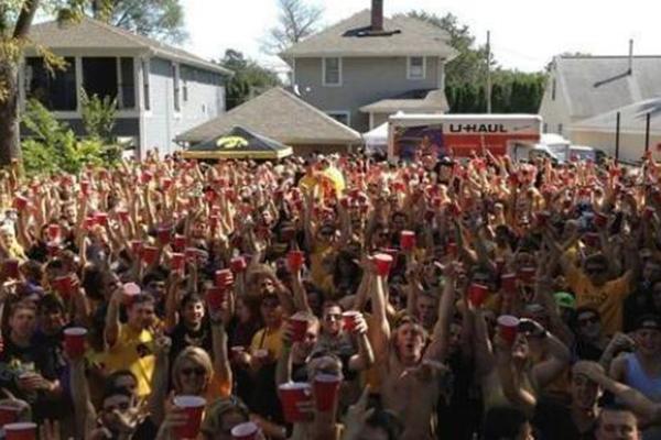 party schools, biggest party schools, party college, university of iowa