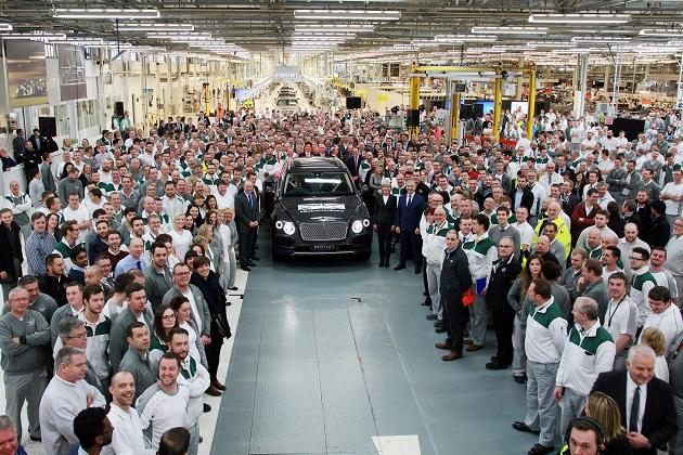 ベントレー初の市販SUV「ベンテイガ」量産第1号車がラインオフ!