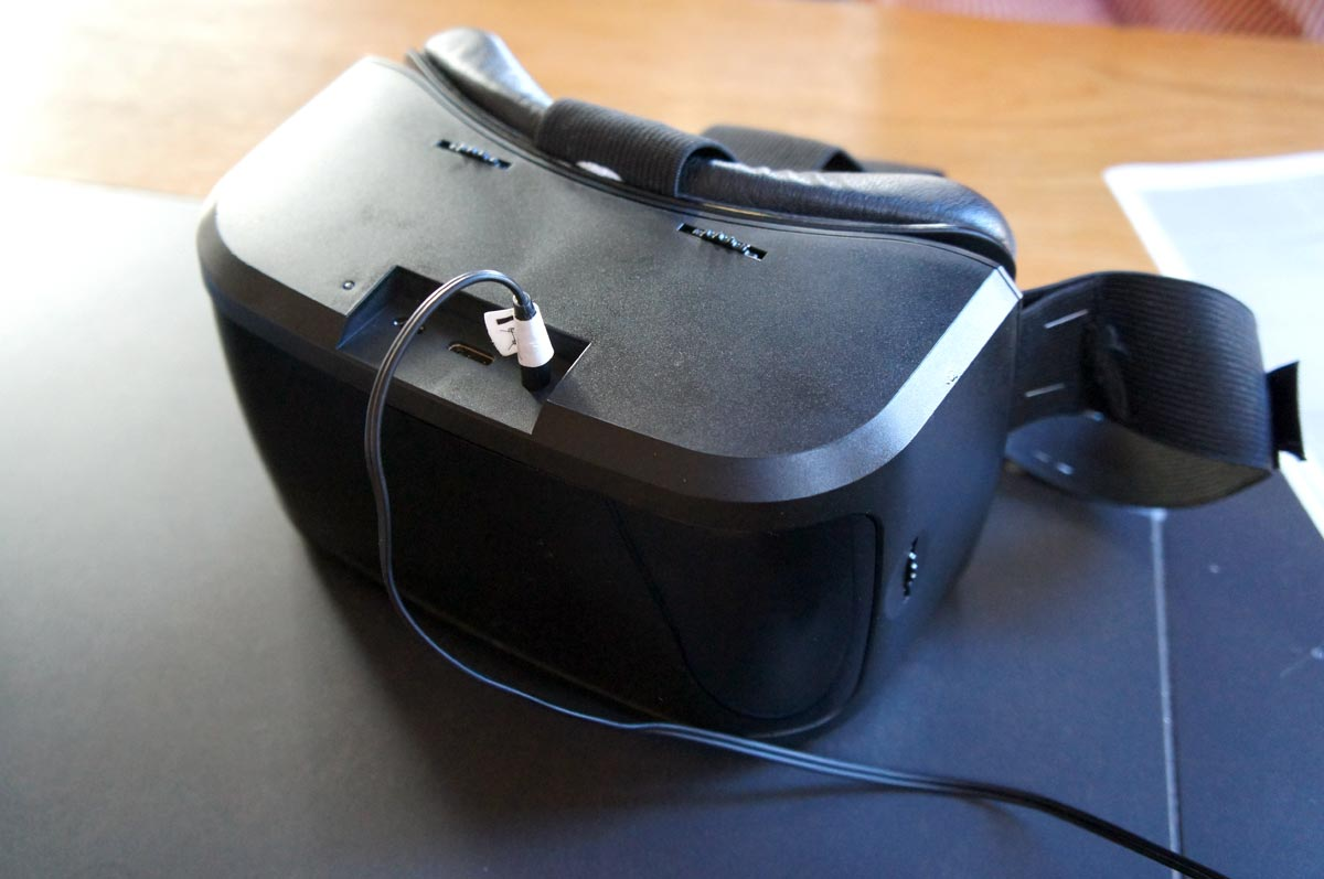 AuraVisor takes on Gear VR, no phone required