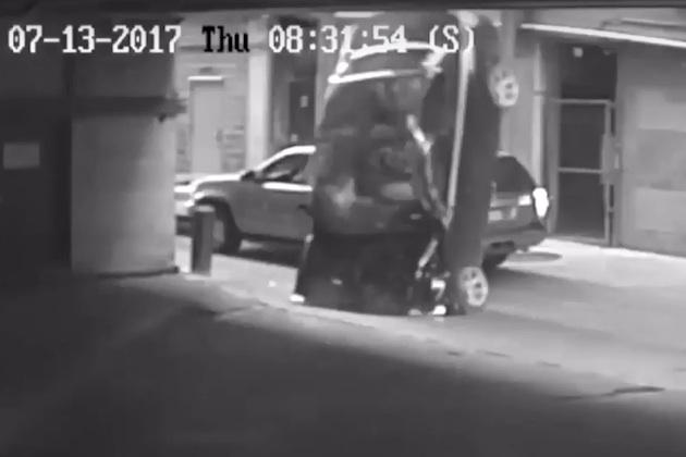 【ビデオ】立体駐車場の7階から転落したクルマが地面に激突! 同じ駐車場で1年以内に起きた2度目の事故だった!