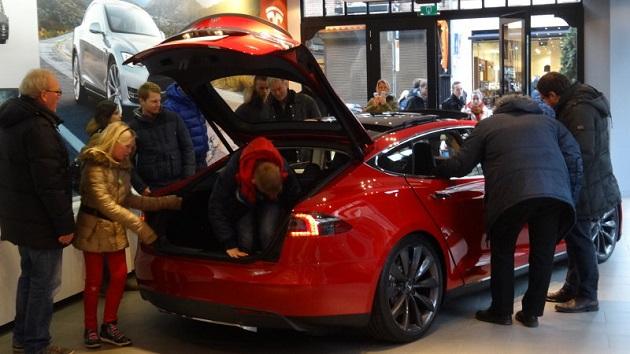 オランダで「2025年までにガソリン車とディーゼル車を販売禁止」する法制化が進行中