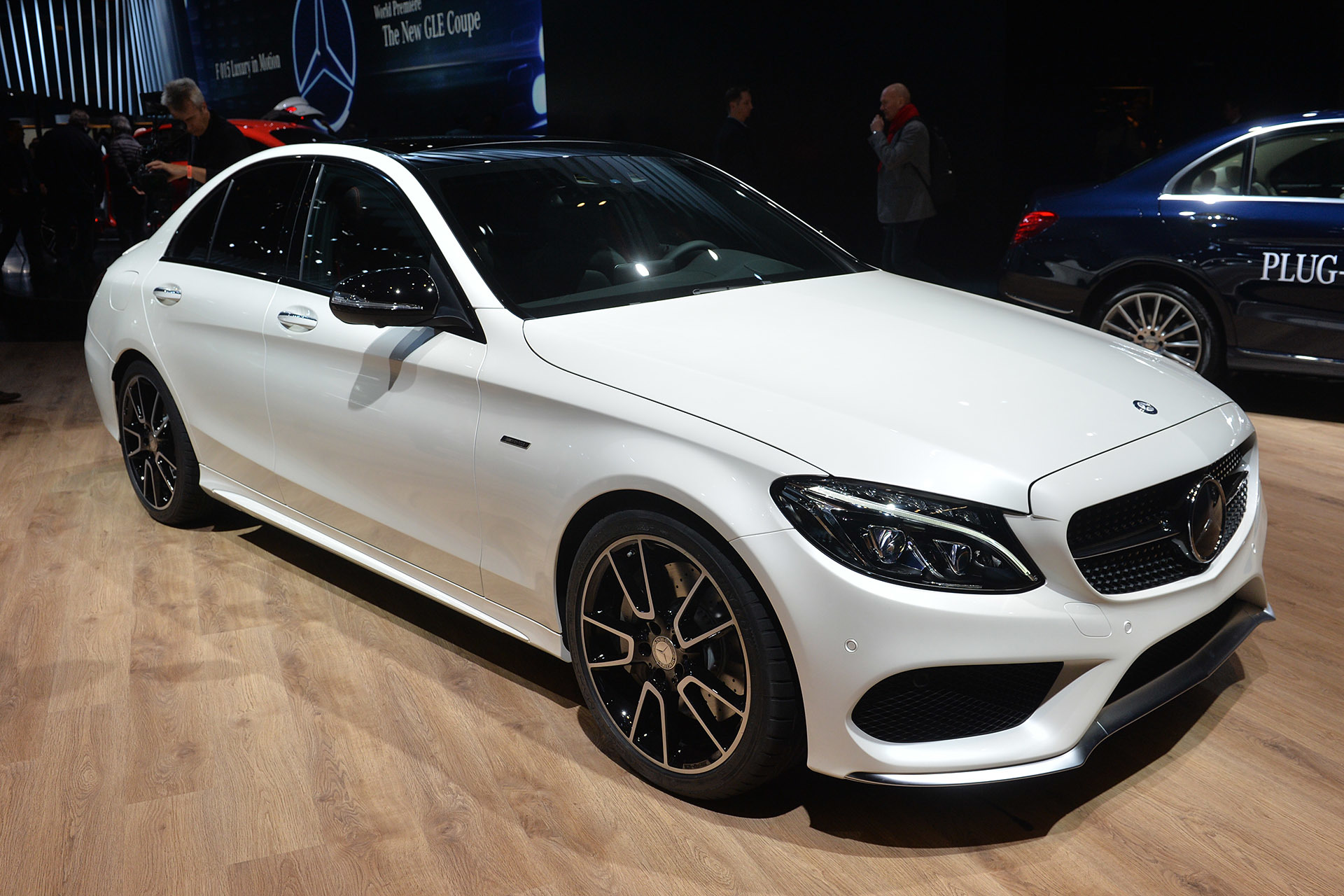 2016 mercedes benz c450 amg sport bridges the gap between for Mercedes benz c450