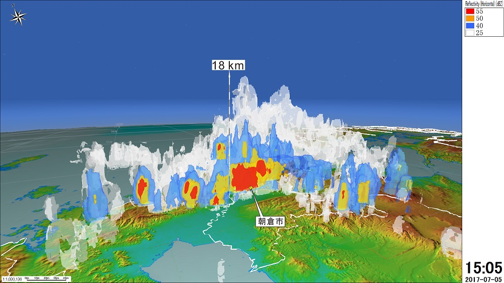 ●九州北部に大雨をもたらした雨雲の立体構造(7月5日午後3時5分)。福岡県朝倉市付近の上空で高さ約18kmにも達した積乱雲は、東西に長い「線状降水帯」を形成し、豪雨の原因となった。赤(時間雨量100mmに相当)や黄(時間雨量48mmに相当)は特に強い雨を降らせる雲の存在を示す