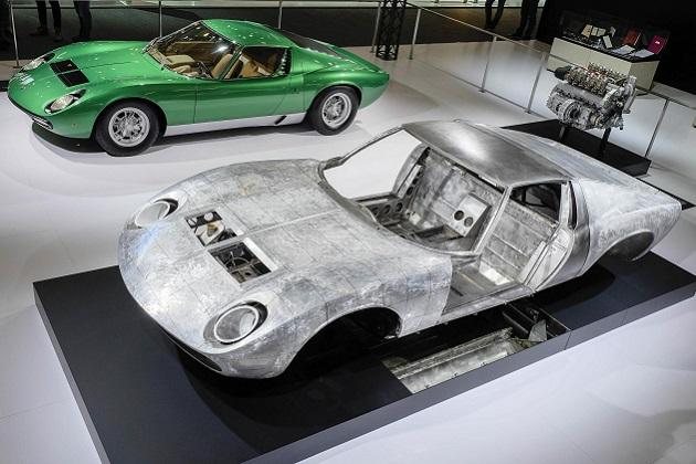ランボルギーニとポルシェが、自社のクラシックカー部門で徹底的にレストアした歴史的モデルを公開