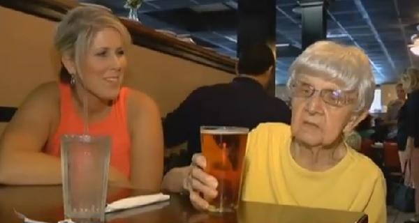 間もなく103歳を迎えるおばあちゃん、長生きの秘訣は「ビール」!?