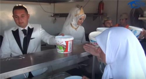 あるトルコ人カップルが結婚式に下した決断にネット上から称賛の嵐【動画】