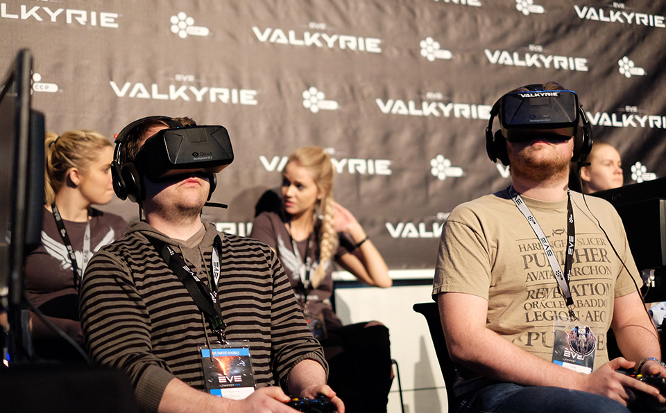 People playing Eve Valkyrie