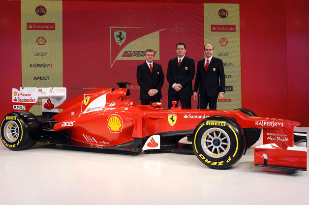 Pat Fry (L) and Nicolas Tombazis (C) with the Ferrari F2012