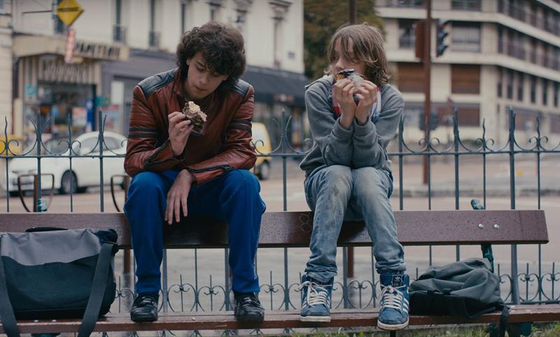 ミシェル・ゴンドリー最新作『グッバイ、サマー』 思春期の少年の会話が青々しすぎる本編映像