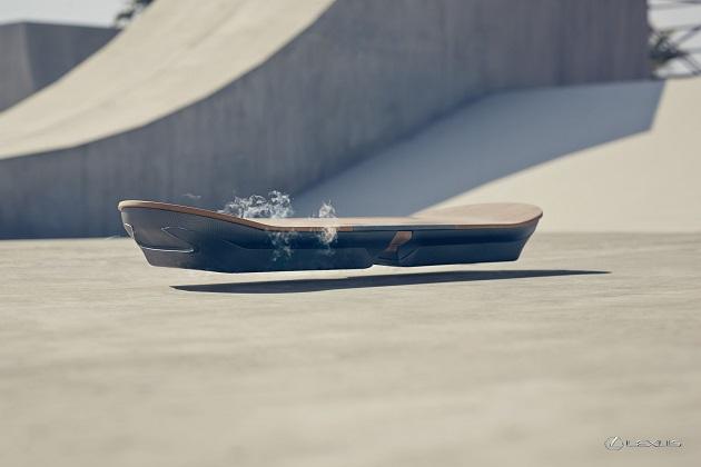 【ビデオ】レクサスが、開発中の空飛ぶスケートボードを発表!