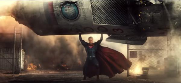 『バットマン v スーパーマン』予告編に新発見!2大ヒーローがガチで戦うシーンもアリ?