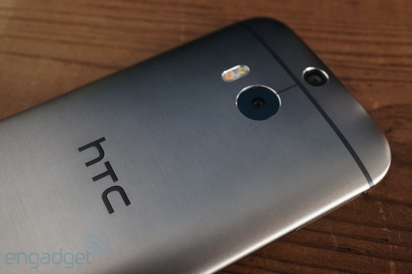 htc-on-m8-espalda
