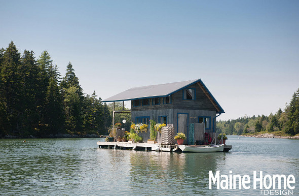 Floating cabin lets couple live off-the-grid