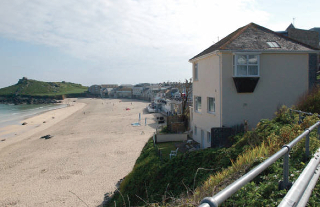 Ex council house on cornwall coast sells for aol for Beach house ideas uk