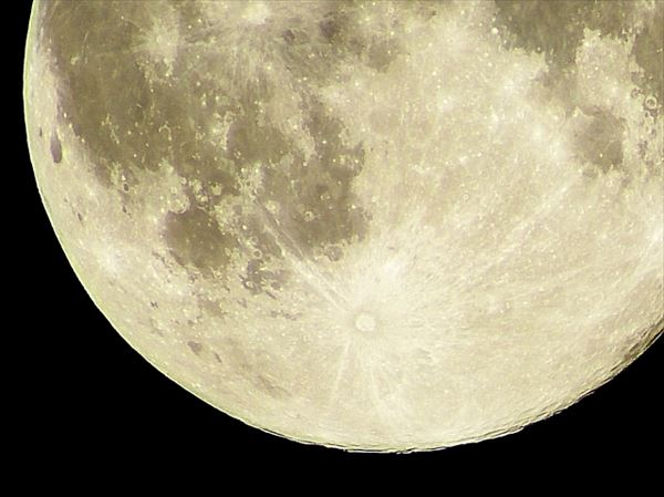 満月に財布をさらすとどうなるの?今夜の皆既月食を前に「ある願掛け」がブーム
