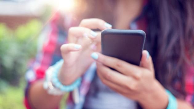 Uber、携帯電話のバッテリーが切れかかった顧客は多めの料金を支払う傾向にあるとの調査結果を公開