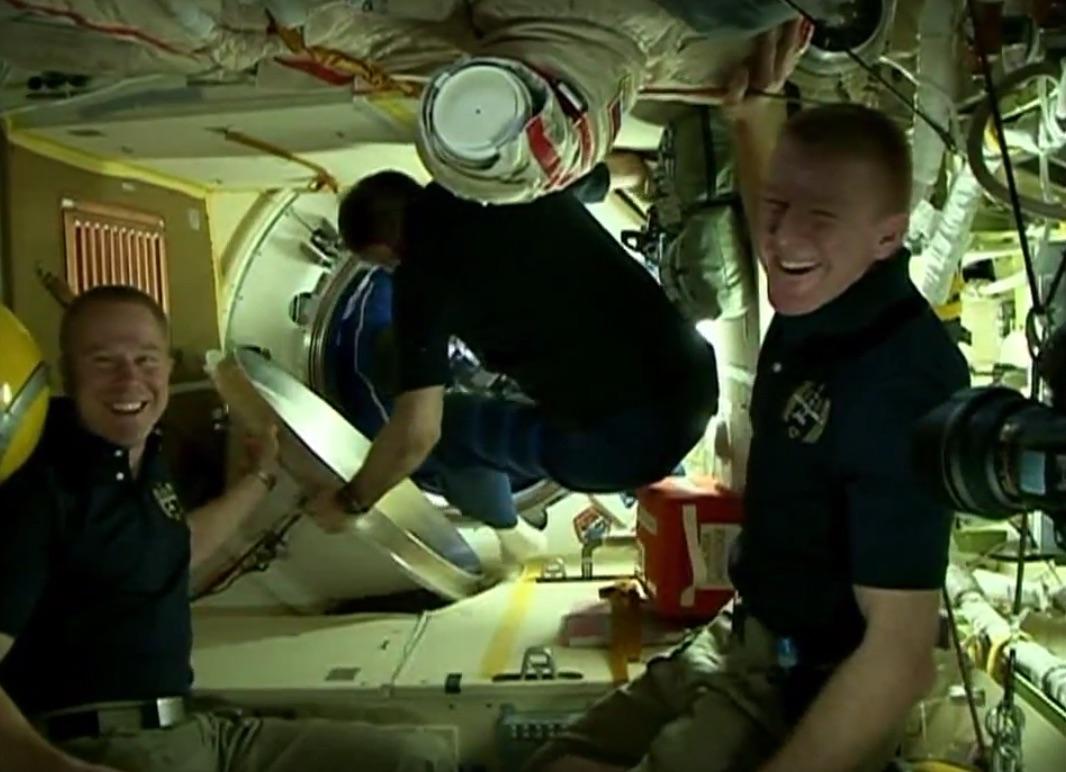 Die ISS hat drei neue Raumfahrer (Videos)