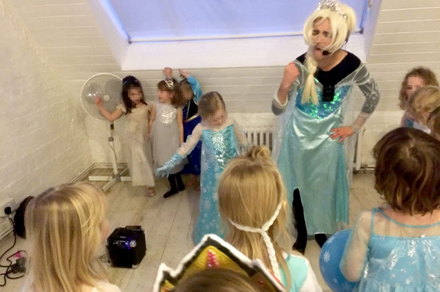 Five-year-old's Frozen party ruined by 'dreadful' Elsa lookalike
