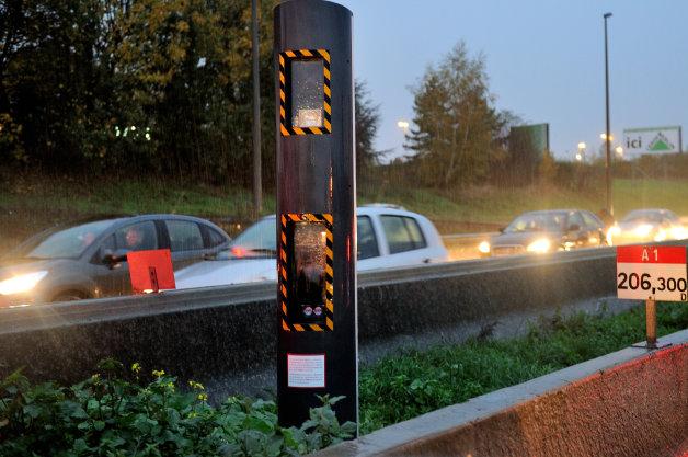 【レポート】仏警察、Facebookでスピード違反の取り締まり情報を共有したグループの10人に罰金!