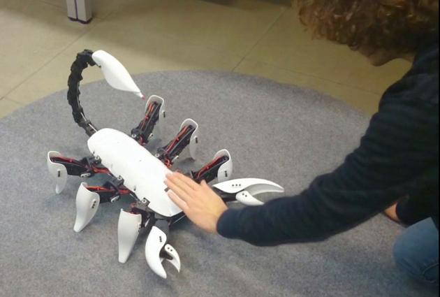 Scorpion Hexapod: Sechsbeiniger Bot sticht gnadenlos zu