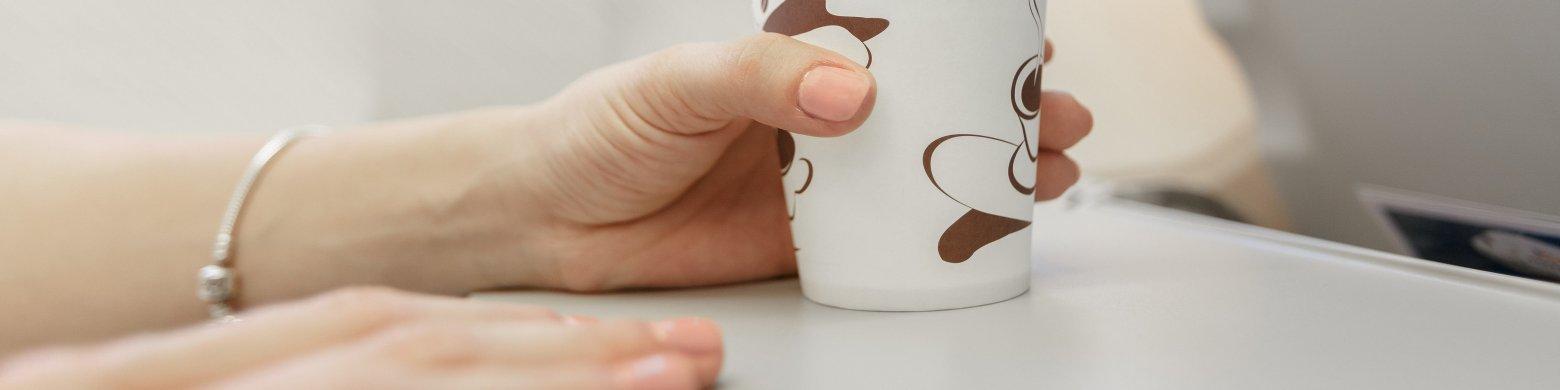 """Una azafata advierte de forma anónima: """"mejor no beber café en los aviones"""""""