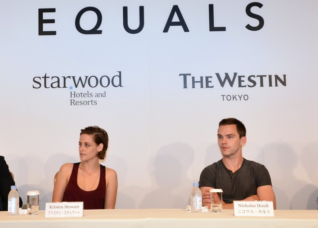 Kristen Stewart and Nicholas Hoult are dating