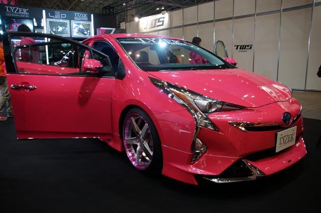 【東京オートサロン2016】最新のトヨタ「プリウス」のカスタマイズを一挙ご紹介!!