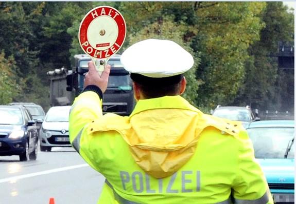 Humor, Blitzmarathon, autofahrer, ohne Fahrerlaubnais, ohne Führerschein, Bochum , Polizei, komisch