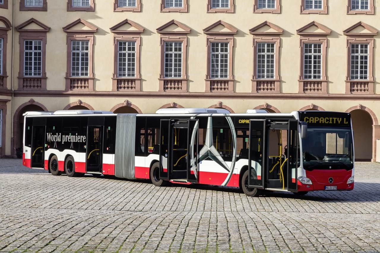Rekordwagen:  Mercedes CapaCity L  - der längste Bus Europas