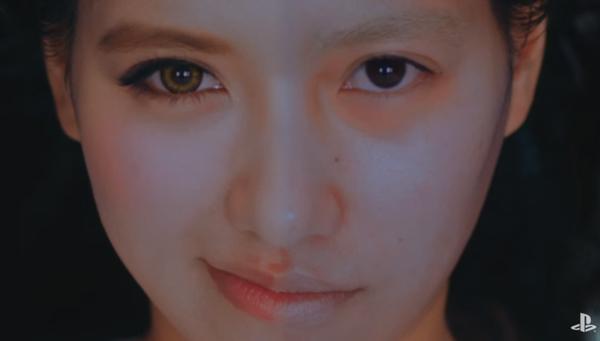 美人ギャルが寝起きすっぴん「半顔メイク」で東京の空を舞うエクストリーム動画が面白すぎる