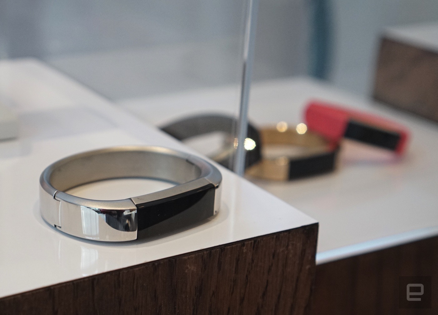 Así es Alta, la nueva pulsera con la que Fitbit se pone 'fashion' (o lo intenta)