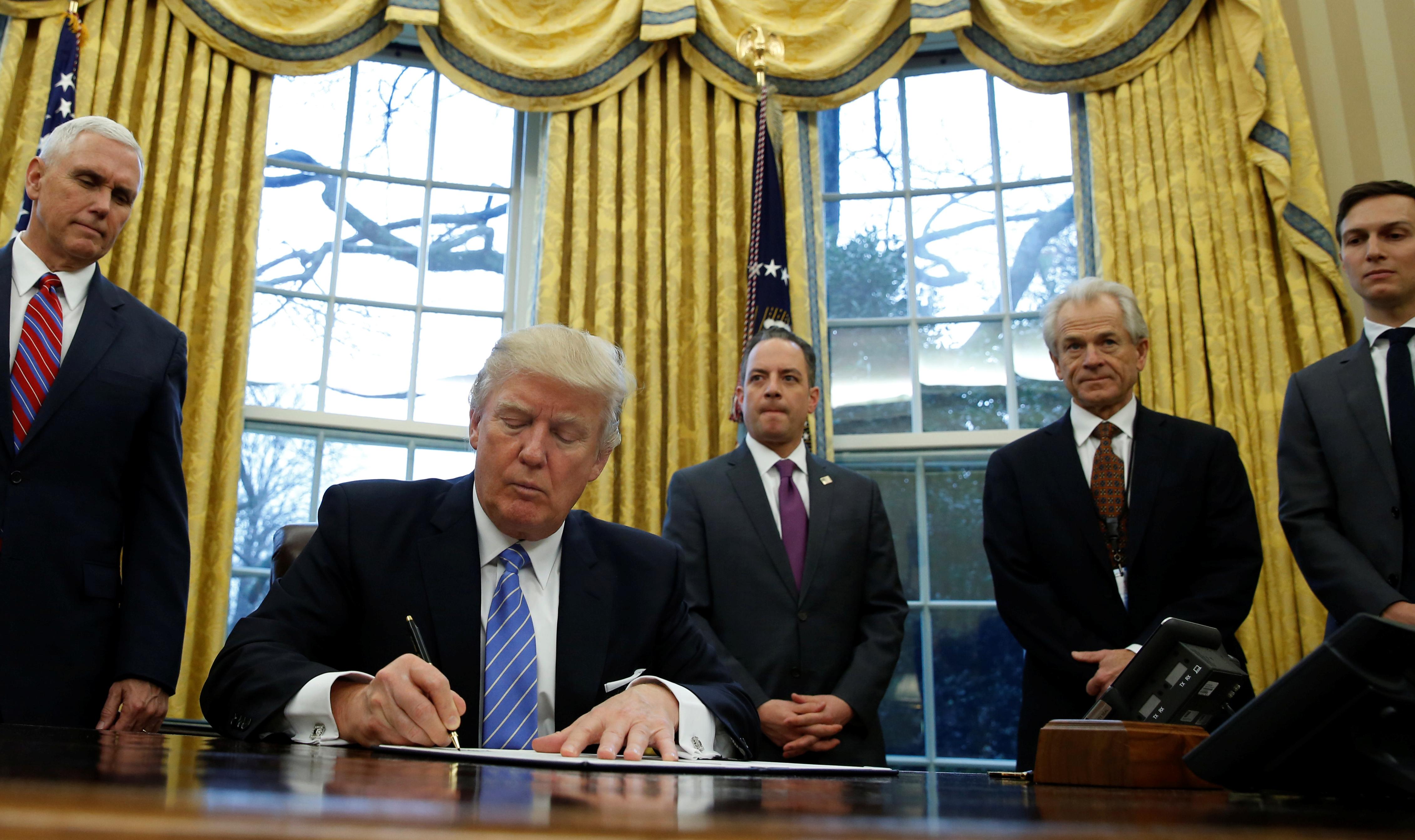 Αποτέλεσμα εικόνας για What Does Trump's Executive Order Against Obamacare Actually Do?