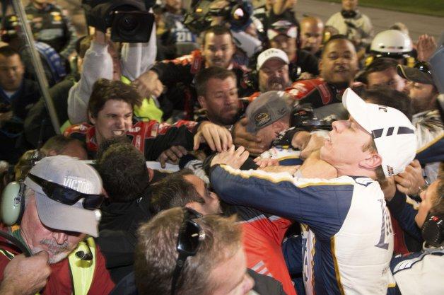 【レポート】なぜ? NASCARで乱闘したドライバーではなくクルーが処分(ビデオ付)