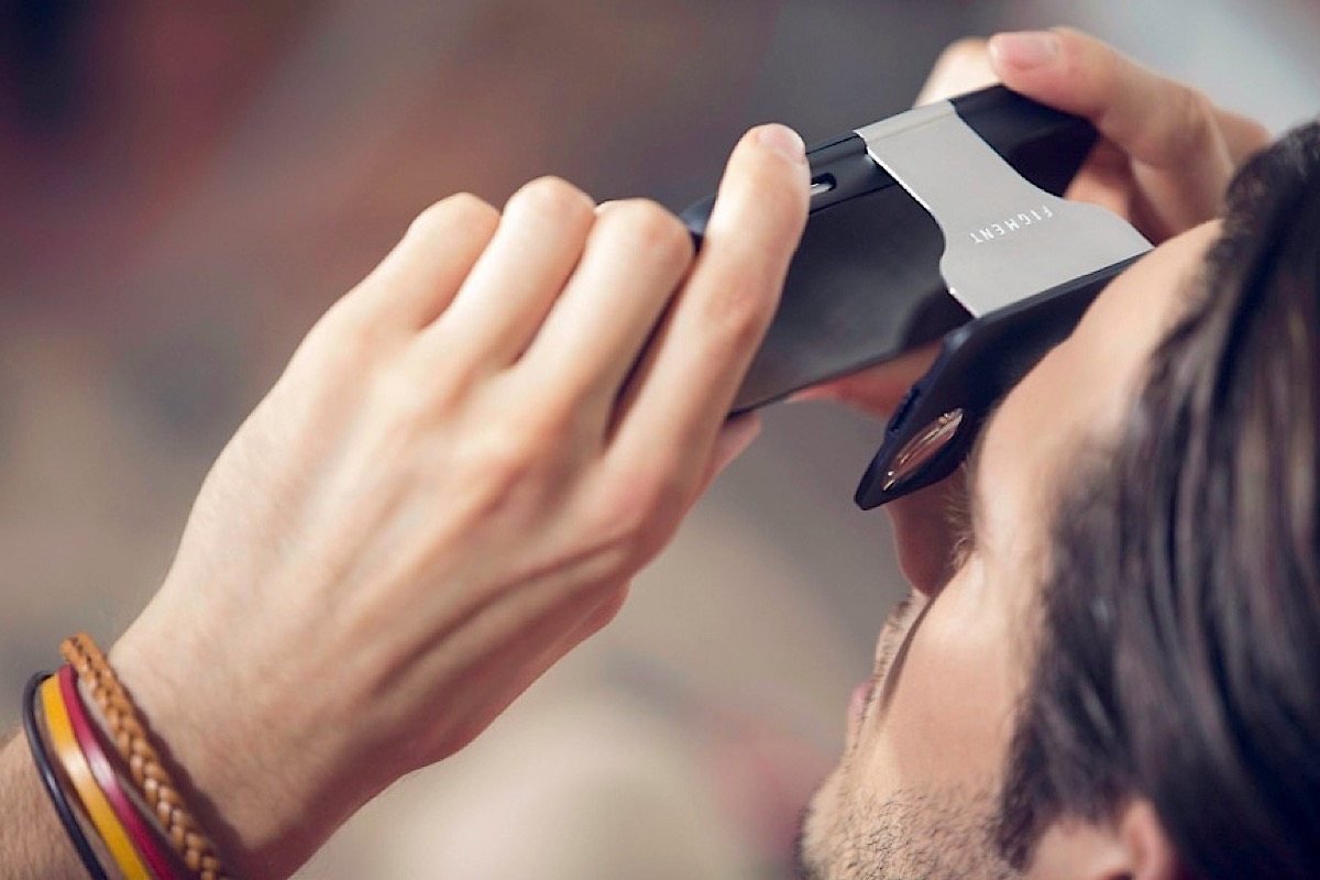 Figment VR is an iPhone case that turns into a VR headset
