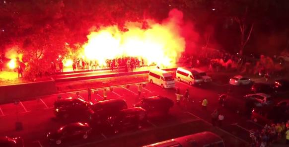香川真司擁するドルトムントを歓迎するマレーシア人の熱狂ぶりがほぼ暴動に近すぎるwww